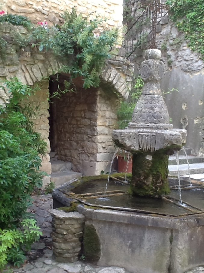 vaison fountain